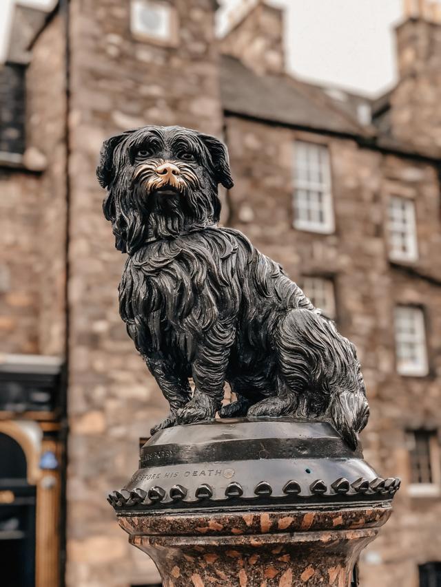 Памятник собачке Бобби в Эдинбурге