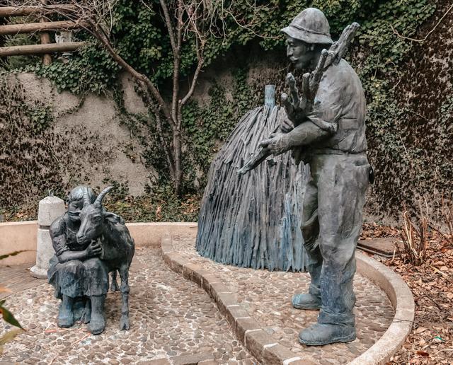 Памятник угольщикам в Бондоне