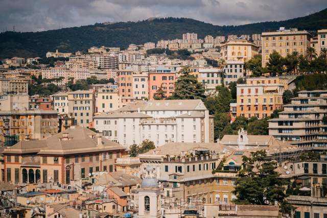Вид на Геную со смотровой площадки Банка Каридже