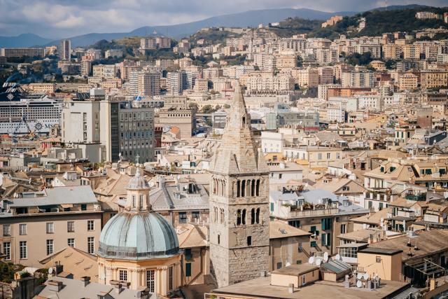 вид на Геную со смотровой площадки