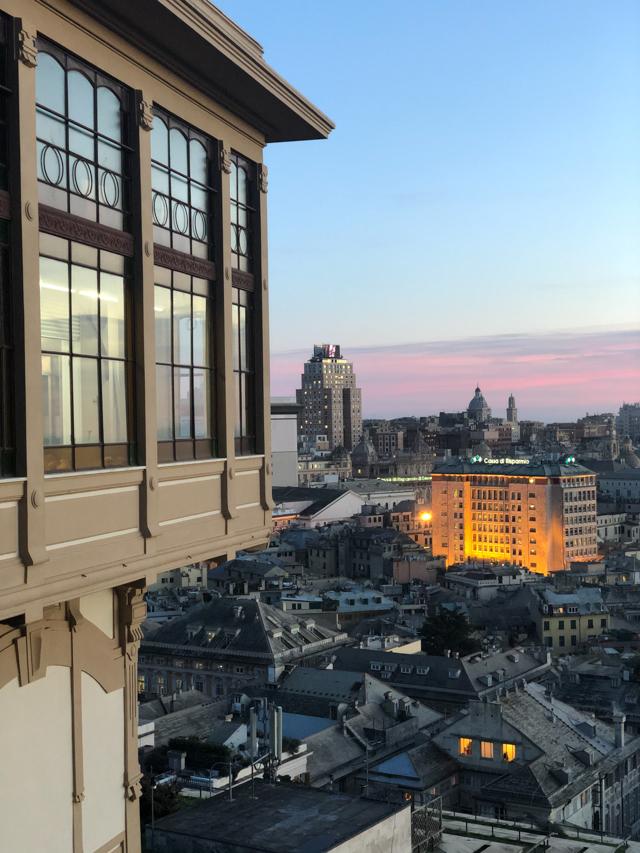 Вид на Геную со смотровой площадке Спьяната Кастелло