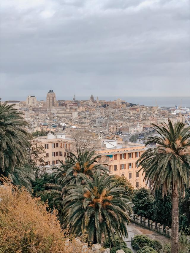 Вид на Геную с террасы замка д'Альбертис в Генуе