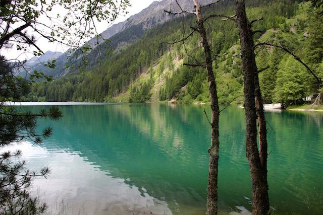 Озеро Антерсельва, Италия. Вид на водную гладь