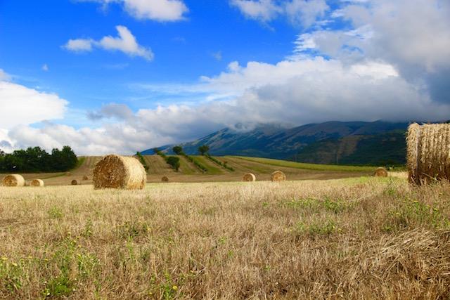 на фото холмы Умбрии, Италия