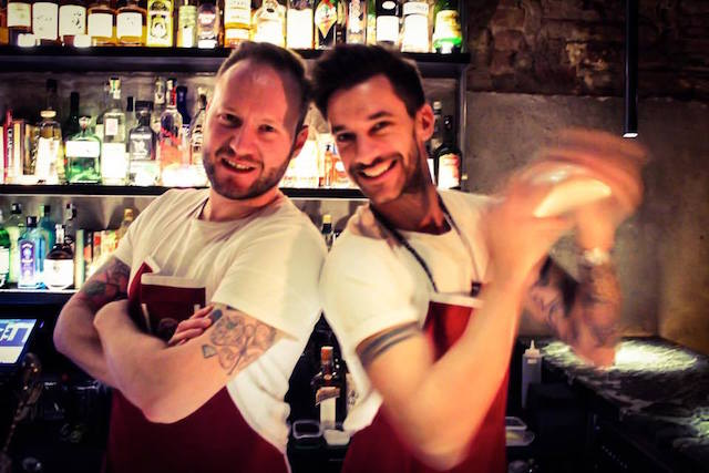 на фото создатели бара The Soda Jerk в Вероне