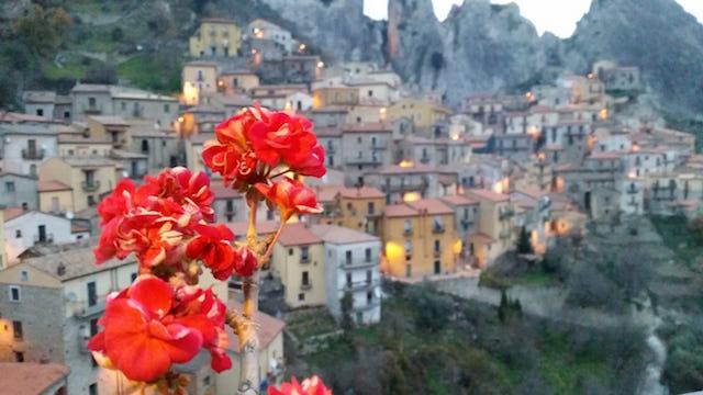 Castelmezzano 1 Регион Базиликата глазами местной жительницы. Интервью с Анжелой Демуро Регион Базиликата глазами местной жительницы. Интервью с Анжелой Демуро Castelmezzano 1