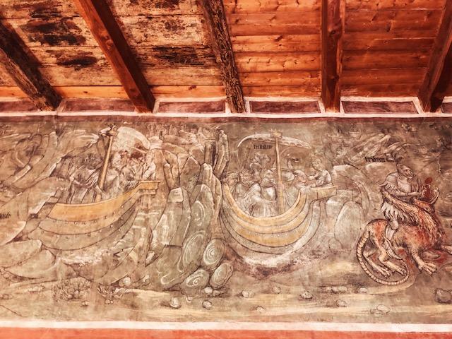 Одна из фресок, которая рассказывает историю Тристана и Изольды в замке Ронколо в Больцано Что посмотреть в Больцано: Замок Ронколо Что посмотреть в Больцано: Замок Ронколо bolzano zamok roncolo italia