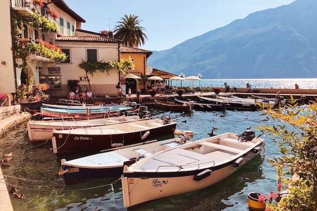 На фото порт в городе Лимоне суль Гарда на озере Гарда