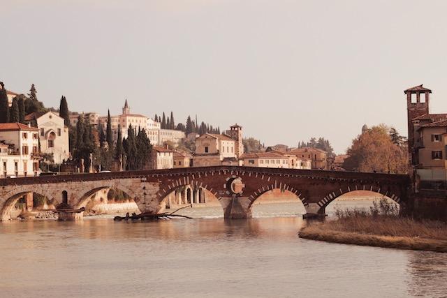 Мост Понте Пьетра в Вероне
