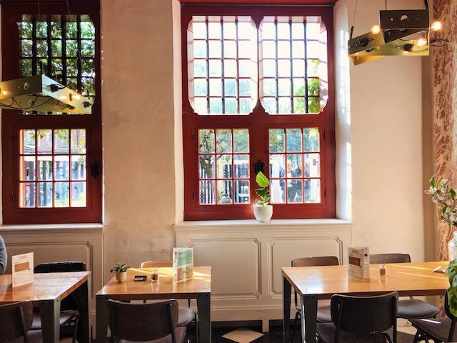 Кофейня в районе Красных фонарей в Амстердаме