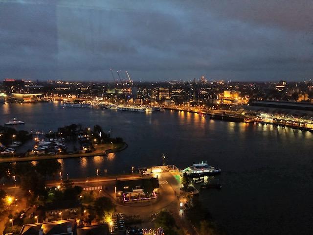 Бар с видом на город в Амстердаме