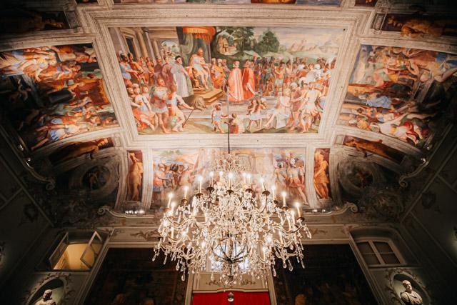 на фото дворец спинола в Генуе, который был открыт в дни ролли в Генуе