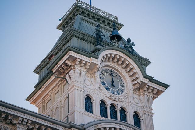 здание на главной площади Триеста