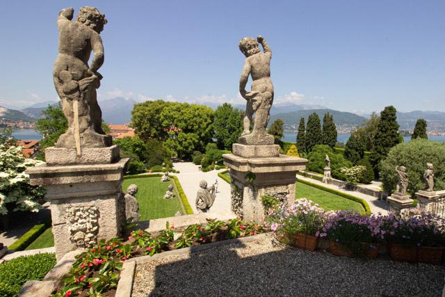 парк острова Белла на озере Маджоре в регионе Пьемонт в Италии