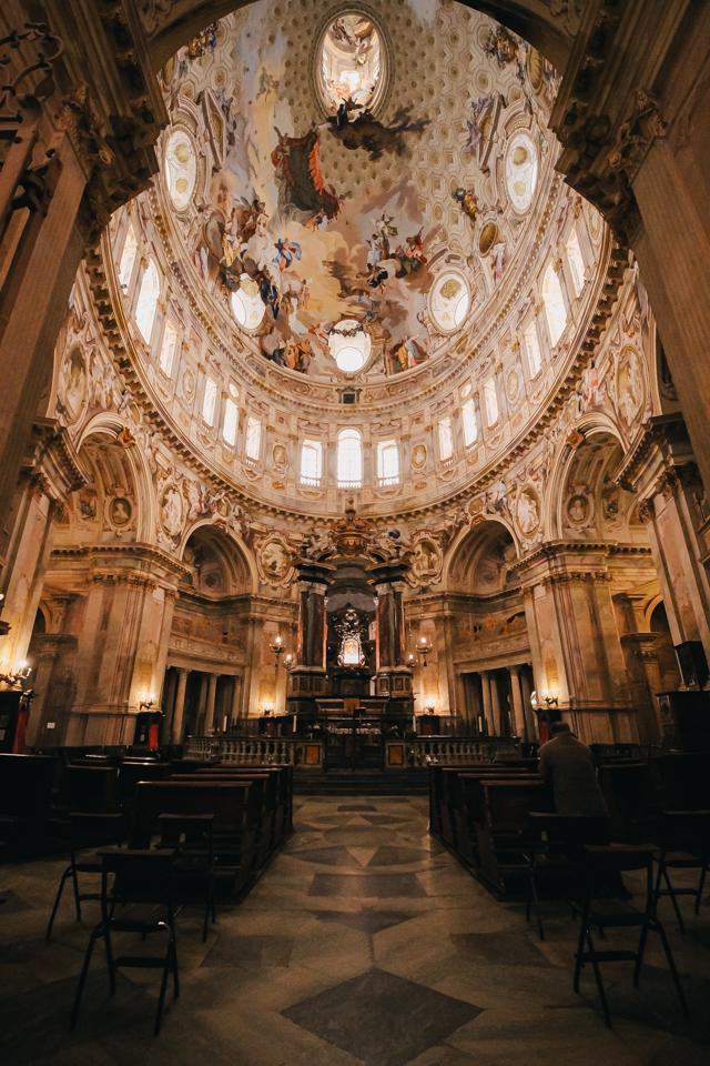 самый большой овальный купол в мире в храме Викофорте в Италии, регион Пьемонт