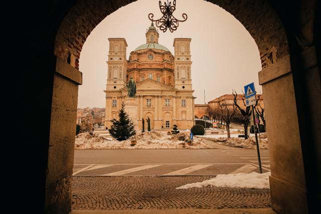 храм с самым большим овальным куполом в мире. Викофорте, Италия